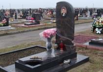 Памятник сыну на кладбище