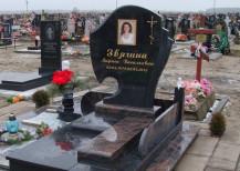 Памятник жене
