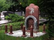 Мемориальные комплексы на кладбище