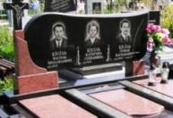 Тройные памятники на кладбище