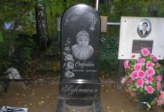 Памятник девочке на кладбище