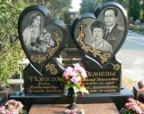 Памятники в виде сердца на кладбище