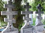 Кресты из гранита на кладбище