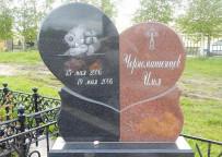 Памятник младенцу на кладбище