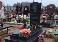 Памятник брату на кладбище